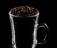 Café irlandés de cristal por completo de los granos de café Imagen de archivo libre de regalías
