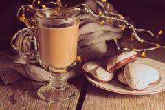 Café irlandés y pan de jengibre Imagenes de archivo