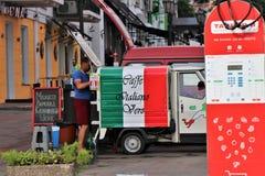 Café italien pour un café et un croissant traditionnels de petit déjeuner photographie stock libre de droits
