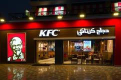 Café KFC no distrito popular da compra e do entretenimento de Naama Bay, opinião da noite, Sharm el Sheikh, Egito foto de stock