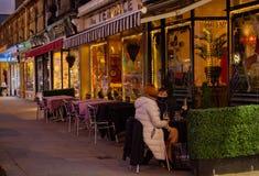Café-Kultur kommt zu Saltaire stockfotografie