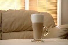 Latte del café en un vidrio alto imagen de archivo libre de regalías