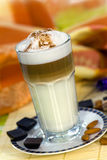 Café Latte Macchiato dans une glace Photo stock