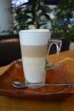 Café Latte Macchiato em um vidro Foto de Stock