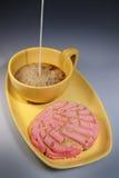 Café, leite, e pão Fotografia de Stock Royalty Free