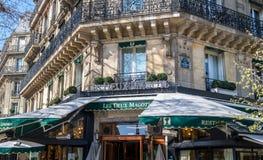 Café Les Deux Magots en París imágenes de archivo libres de regalías