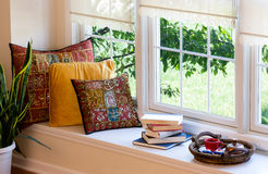 Café, livros e descansos no canto da leitura Foto de Stock Royalty Free