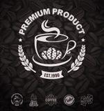 Café Logo Labels y fondo de los granos de café stock de ilustración