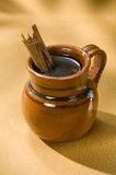 Café mexicain dans la cuvette en céramique Photographie stock
