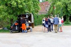 Café mobile dans la petite voiture, Pays-Bas images stock