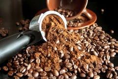 Café molido y granos de café Imagenes de archivo