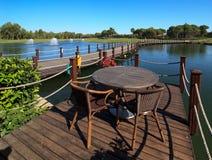 Café na lagoa artificial Fotos de Stock
