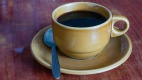 Café na tabela da madeira do grunge imagem de stock
