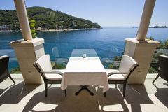 Café nahe dem Meer in Dubrovnik Lizenzfreies Stockfoto
