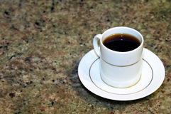 Café no contador de mármore Fotos de Stock Royalty Free
