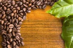 Café no fundo de madeira fotos de stock royalty free