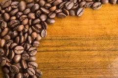 Café no fundo de madeira fotos de stock