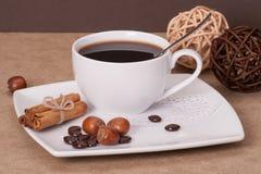 Café noir dans la tasse blanche Images libres de droits