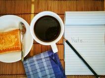 Café noir en verre blanc Images libres de droits