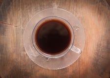 Café noir en vieux café de tasse Photographie stock