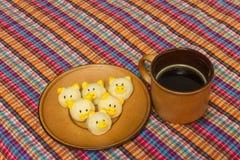Café noir et biscuit Images stock