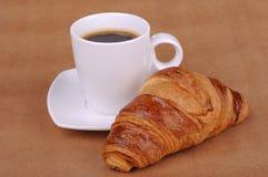 Café noir et croissant Photo stock
