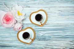 Café noir et fleurs de tasse Photo libre de droits
