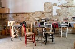 Café nostálgico en la ciudad vieja foto de archivo libre de regalías