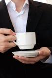 Café o té de consumición del hombre de negocios Foto de archivo