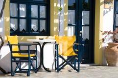 Café o taverna u hotel que fija las islas griegas Foto de archivo