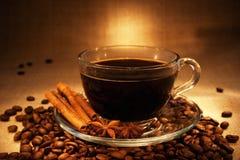 Café oscuro con cinamomo Fotografía de archivo libre de regalías