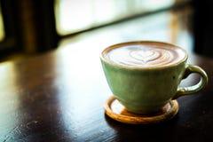 Café ou latte frais chaud fait maison de cacao Images stock