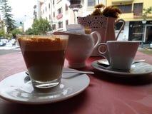 Café ou seul latte ? Photos stock