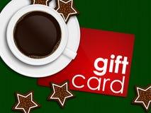 Café, pain d'épice et carte cadeaux se trouvant sur la nappe Photographie stock libre de droits