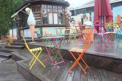 Café pequeno com assento exterior Imagem de Stock Royalty Free