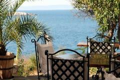 Café por el mar Foto de archivo libre de regalías