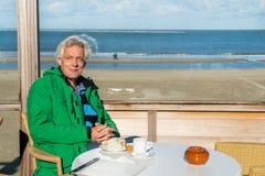 Café potable à la plage Images libres de droits