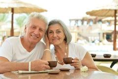 Café potable de couples supérieurs Images stock