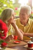 Café potable de couples supérieurs Images libres de droits