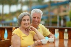 Café potable de couples supérieurs Image libre de droits