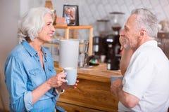 Café potable de couples supérieurs positifs Photos libres de droits