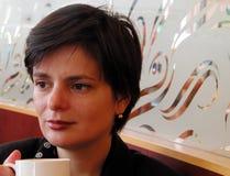 Café potable de femme photographie stock libre de droits