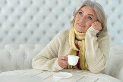 Café potable de femme Photos stock