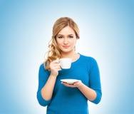 Café potable de jeune et belle femme Photos stock
