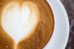Café pour l'amour sur l'art de latte Photo stock