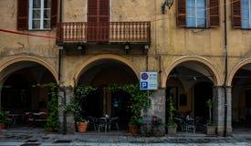 Café precioso del aire libre en ciudad vieja fotos de archivo libres de regalías