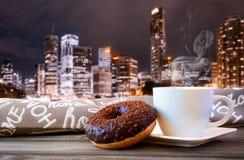 Café preto com filhós Imagem de Stock Royalty Free