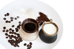 Café preto com leite e açúcar Fotografia de Stock Royalty Free