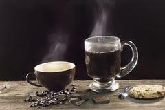 Café preto e água para o chá imagens de stock
