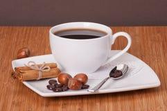 Café preto no copo branco imagens de stock